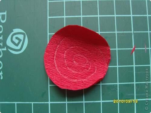 Квилинг червена роза - стъпка 2