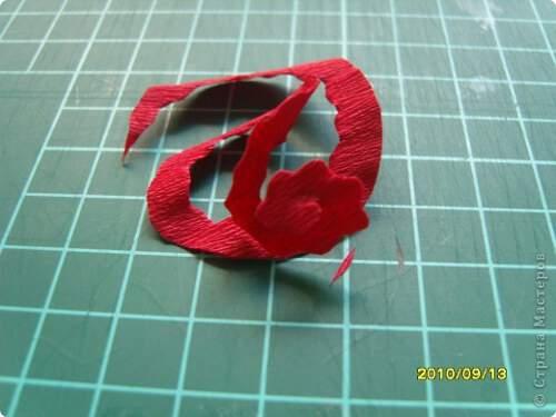 Квилинг червена роза - стъпка 5