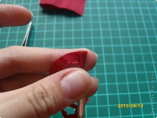 Квилинг червена роза - стъпка 7