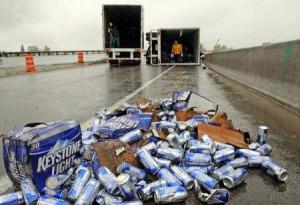 Преобърнат камион с бира
