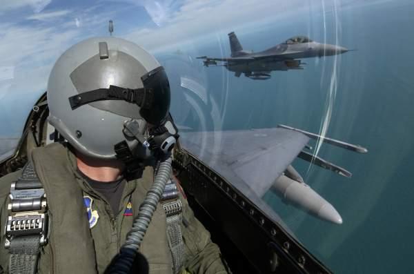 Пилот на самолет
