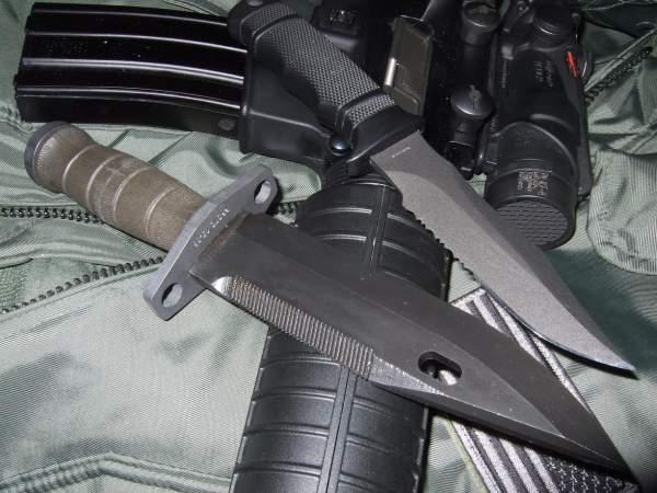 Ножът на специалните части - Sog Seal Pup M37