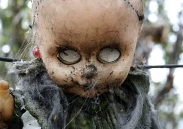 Обезобразена глава на кукла
