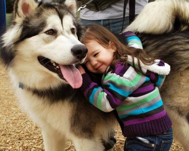 Децата с домашни любимци са по-щастливи деца