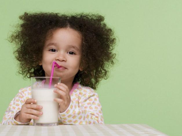 Хората пият мляко от 11 000 години